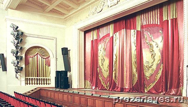 Антрактно-раздвижной занавес, ДК Северского трубного завода, г. Полевской, 2001